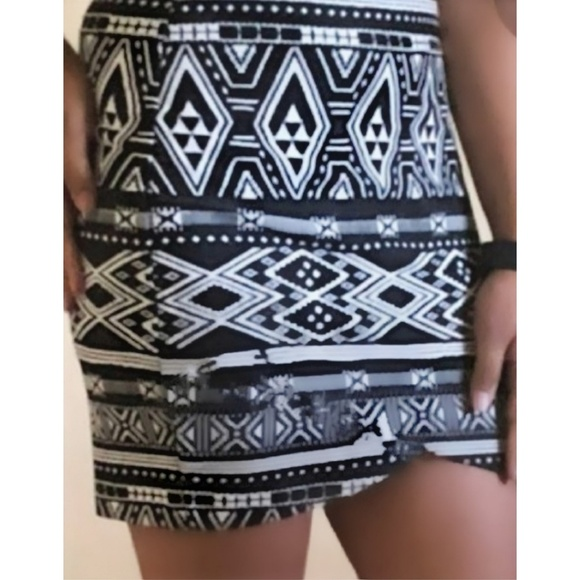 prestinedesign Dresses & Skirts - ❤️💜Multi-Patterned Skirt- High or Low Waist